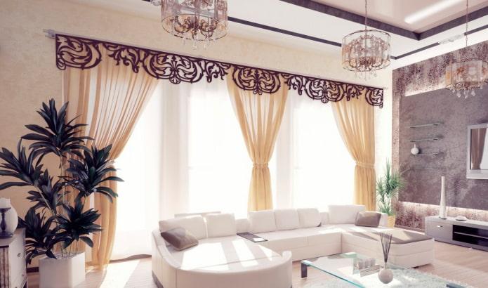 lambrequin ajouré dans un salon moderne