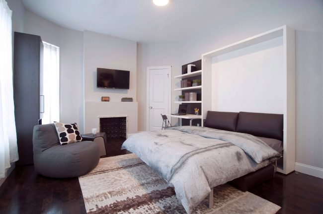 Petite chambre-salon aux couleurs pastel