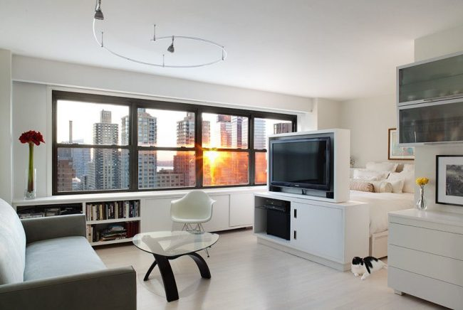Un meuble TV permettra de séparer l'espace nuit de l'espace réception