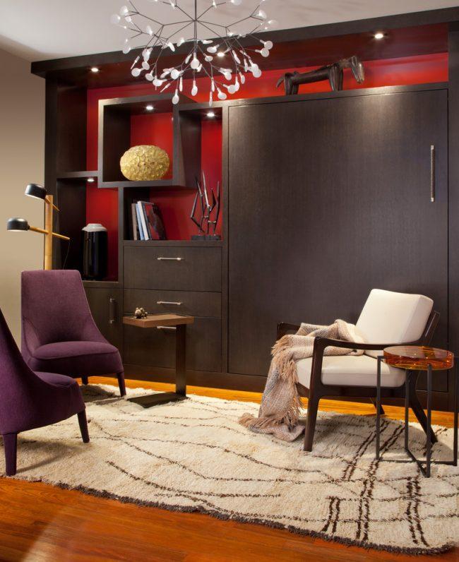 Un lit convertible caché dans un placard transformera rapidement votre chambre en pièce de réception