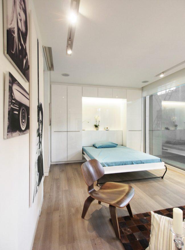 Un lit pliant est une excellente solution pour une petite chambre-salon