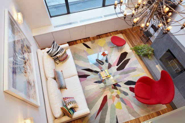 Aménager une chambre-salon d'une superficie de 18 mètres carrés est une expérience très agréable.