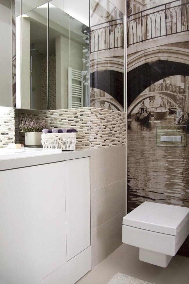 Armoires murales en miroir et papier peint en vinyle comme moyen de rendre visuellement une pièce plus spacieuse