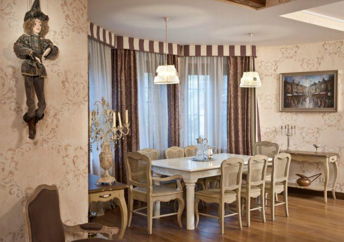 Style classique italien dans la salle à manger