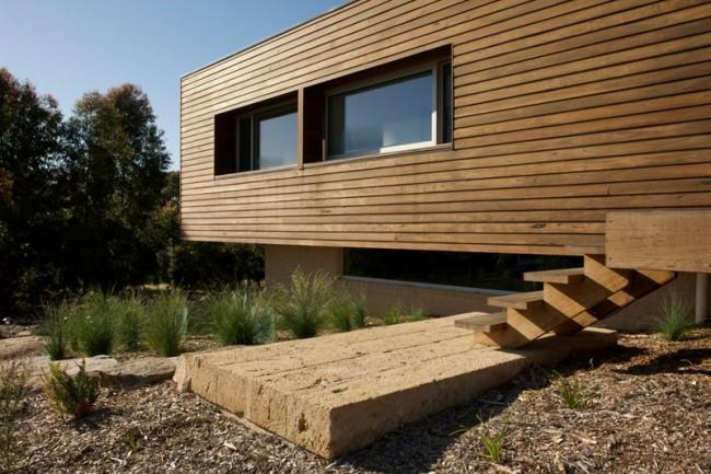 Maisons en bois à partir de bois profilé.  La poutre en bois est un matériau qui ne limite pas trop dans le choix d'une solution architecturale pour une maison