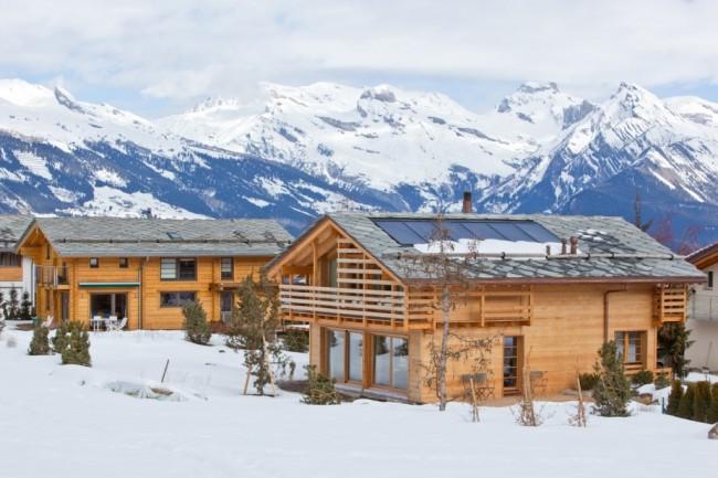 Maisons en bois à partir de bois profilé.  Au sommet de la popularité est maintenant à la maison, commune dans les pays scandinaves.