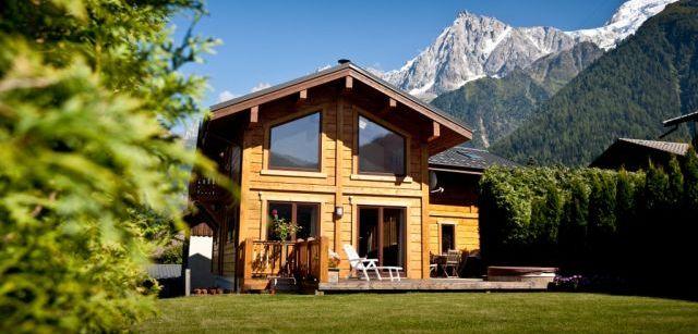 Maisons en bois à partir de bois profilé.  Faible coût de construction, respect de l'environnement - les avantages des maisons en bois d'un bar
