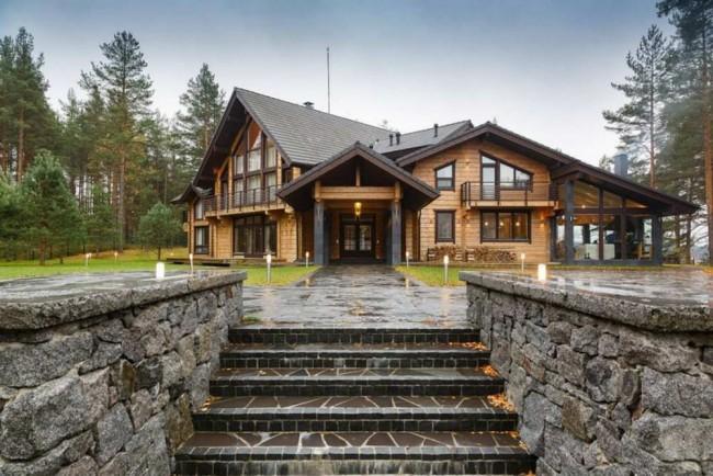 Maisons en bois à partir de bois profilé.  Il existe deux types de construction de maisons en bois à partir de bois: