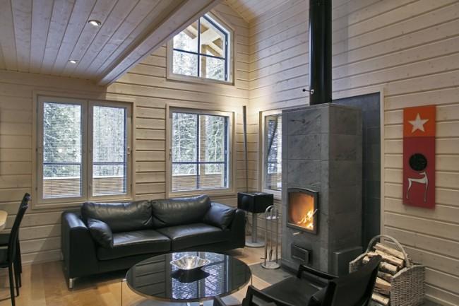 Maisons en bois à partir de bois profilé.  Les appareils de chauffage fixes (chaudières, cheminées) dans une maison en bois doivent être isolés du mur avec un écran métallique incombustible