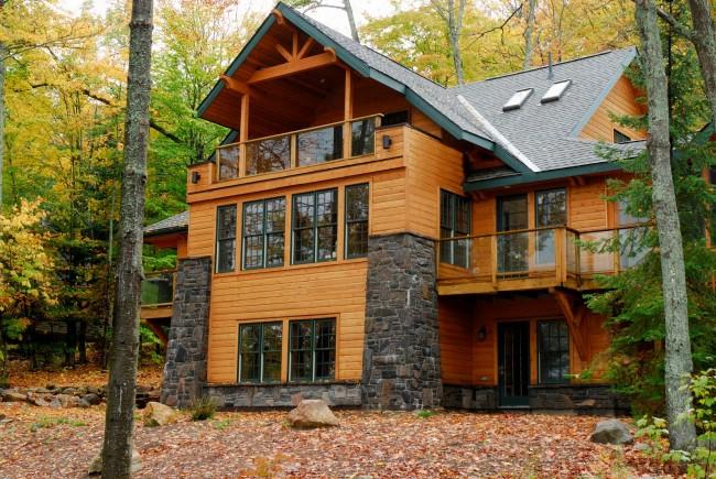 Maisons en bois à partir de bois profilé.  La construction d'une maison à trois étages à partir d'un bar coûtera incomparablement moins cher que d'autres matériaux: les économies de logistique, l'utilisation d'équipements spéciaux et les coûts de main-d'œuvre sont ici très importants.