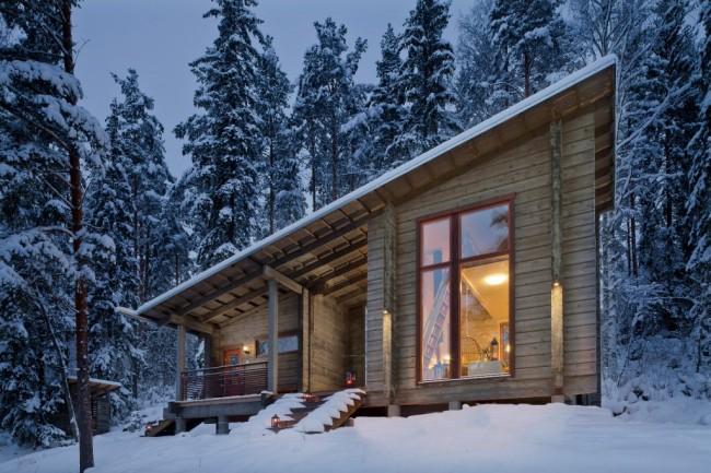 Maisons en bois à partir de bois profilé.  Une maison en bois à partir d'une barre de 200 mm d'épaisseur et de fenêtres métal-plastique à deux chambres est une combinaison suffisante pour éviter les problèmes de chauffage dans nos conditions climatiques