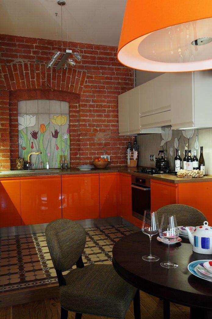 intérieur de cuisine loft avec ensemble orange