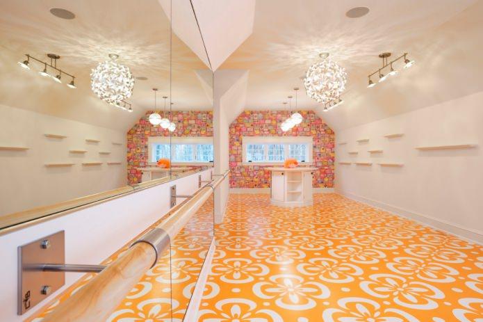 sol à motifs orange