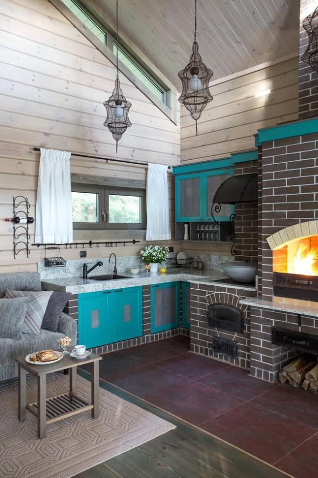 Petit et lumineux studio cuisine dans une maison privée