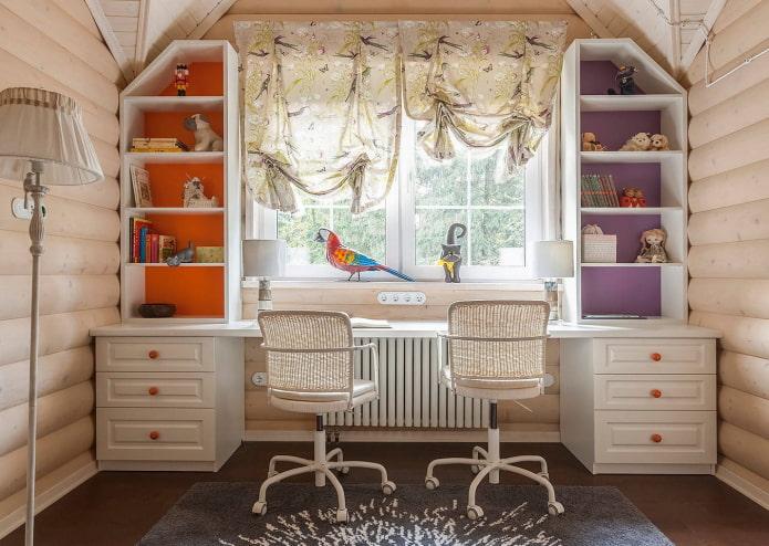 table à écrire pour deux enfants à l'intérieur