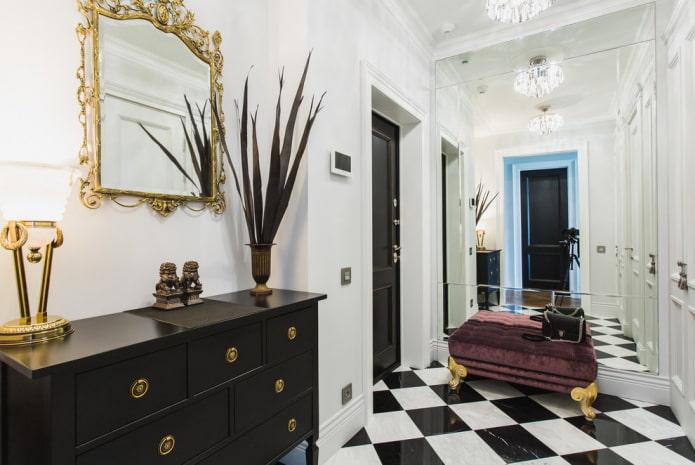 carrelage noir et blanc à l'intérieur du couloir