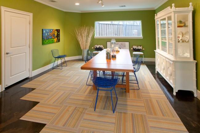 Nuances contrastées de revêtements de sol et de tapis dans la cuisine