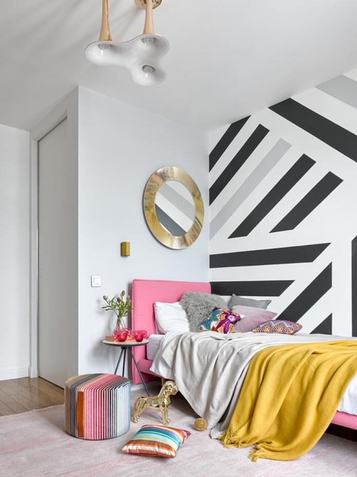 motif géométrique sur le mur