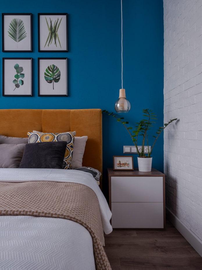 murs bleus dans la chambre