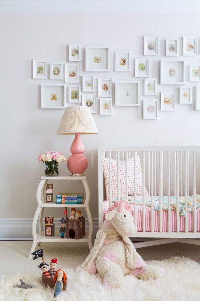 Des illustrations fabuleuses pour une chambre d'enfant à l'agencement original, associant des cadres de différentes tailles