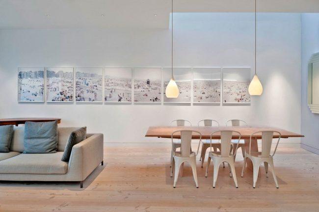 Salle à manger moderne à Londres avec une série de photos de plage