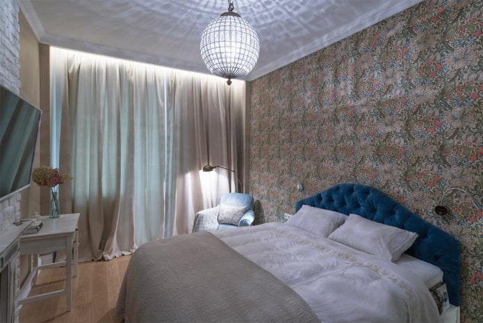 lustre au plafond à l'intérieur de la chambre