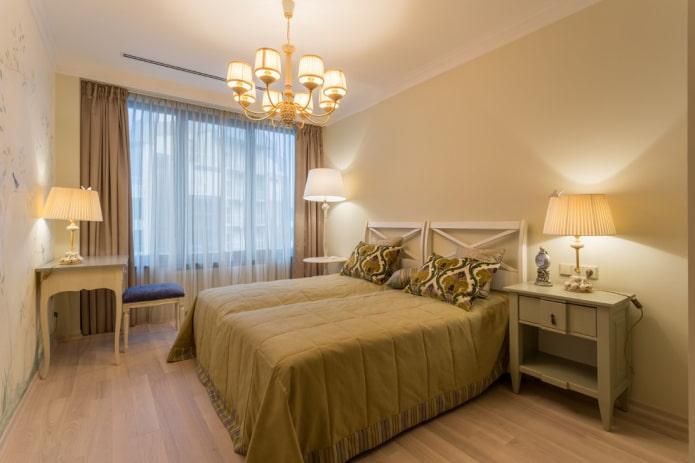 lustre au plafond dans la chambre de style provençal