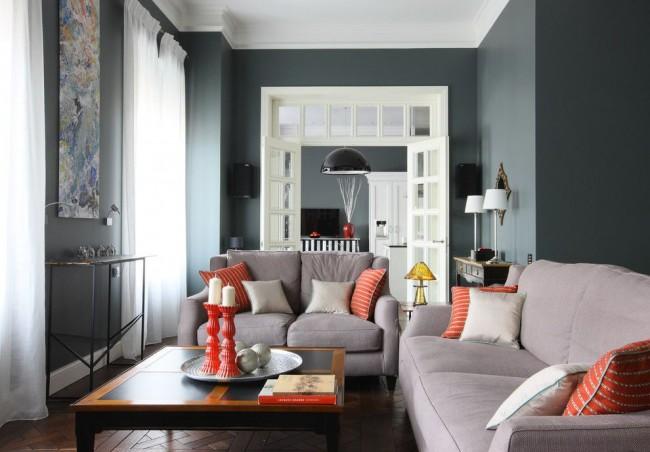 Salon élégant aux couleurs sombres