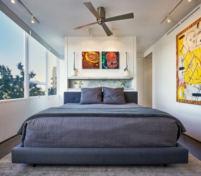 Les éléments de décoration carrés contribueront à rendre la pièce plus régulière.