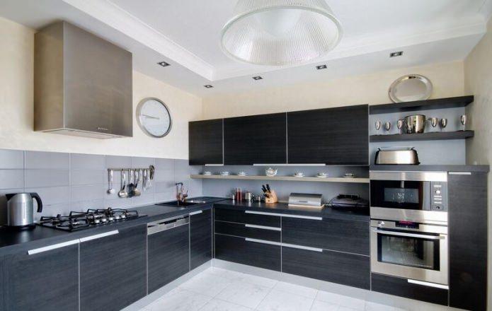 Plafond duplex en plaques de plâtre dans la cuisine