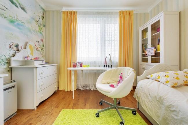 Aménagement réussi des meubles dans une petite chambre d'enfant