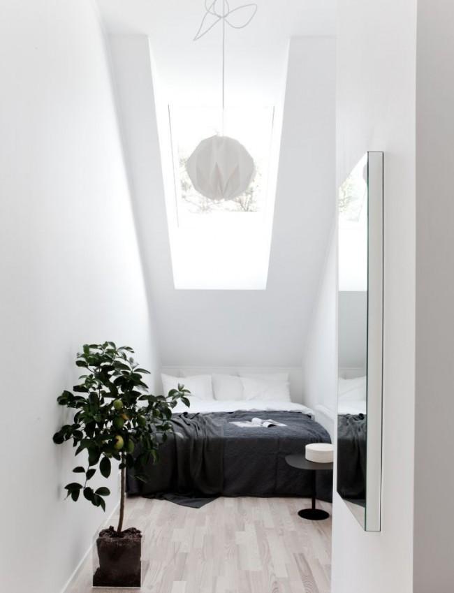 Selon la largeur de la pièce, le lit peut être placé le long ou en travers de la chambre