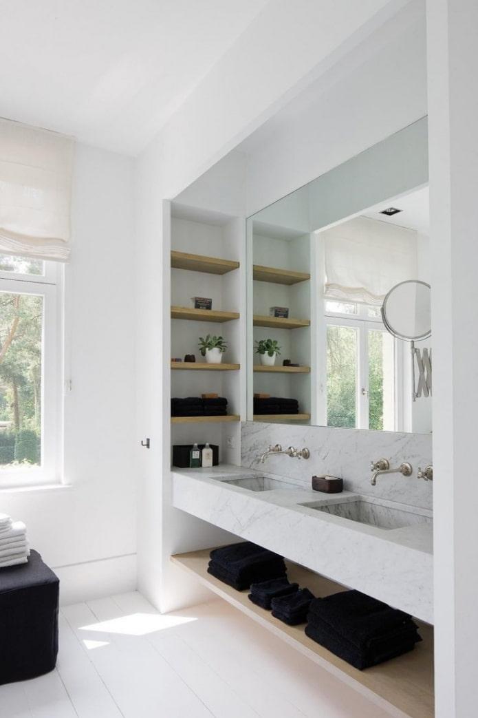 niche avec lavabo à l'intérieur de la salle de bain