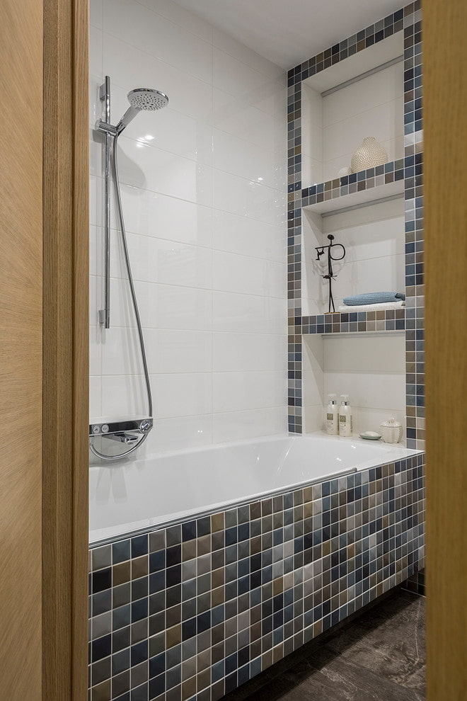 niches au-dessus de la salle de bain à l'intérieur