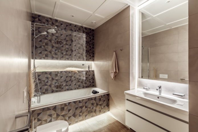 niche avec éclairage à l'intérieur de la salle de bain