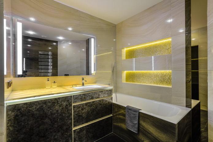 niches lumineuses à l'intérieur de la salle de bain