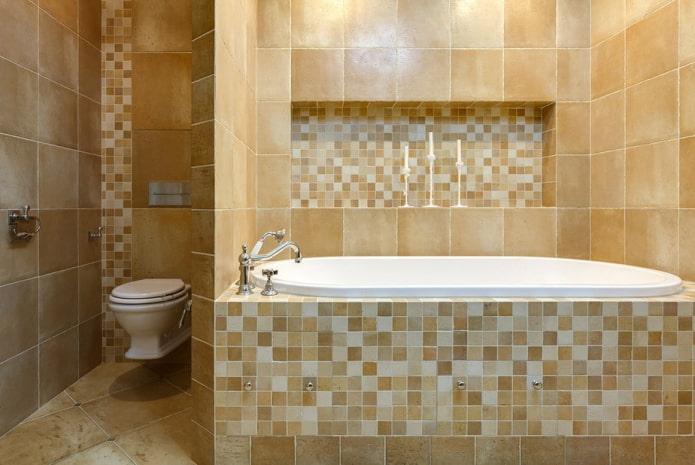 niche en mosaïque à l'intérieur de la salle de bain