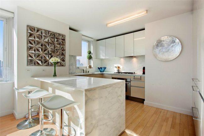 Design moderne d'une cuisine lumineuse de 12 m².
