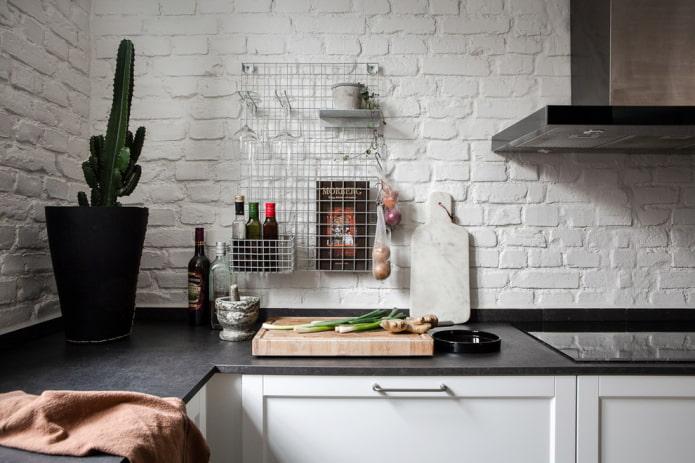 Plantes dans le coin cuisine