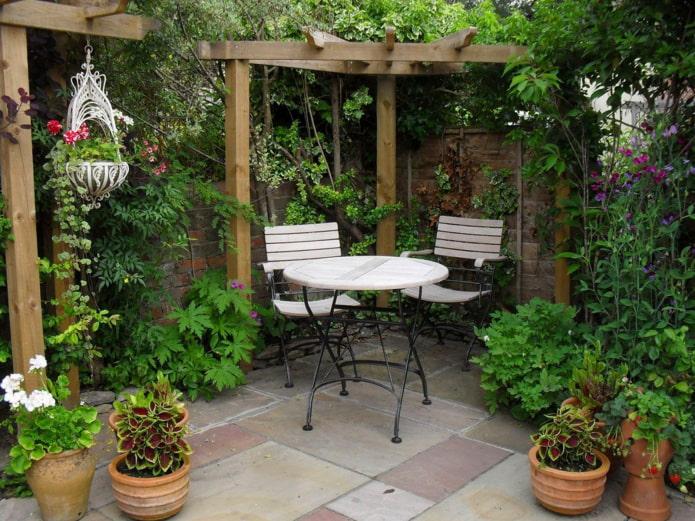 Salon de jardin aux pieds fins