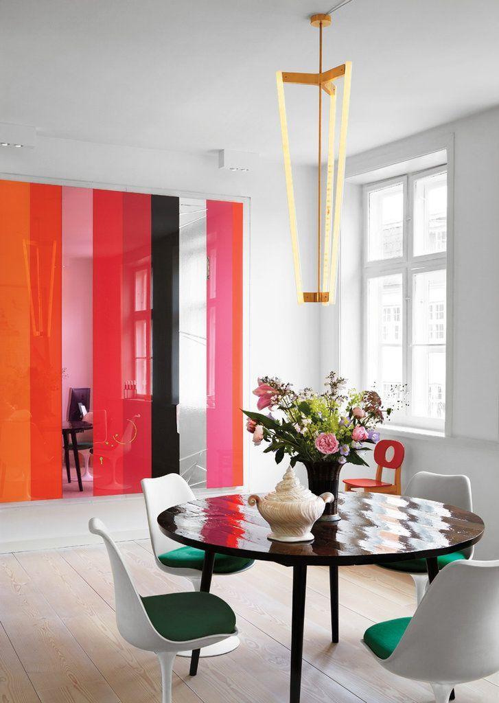Une cloison en verre coloré aura fière allure dans un intérieur Art Nouveau