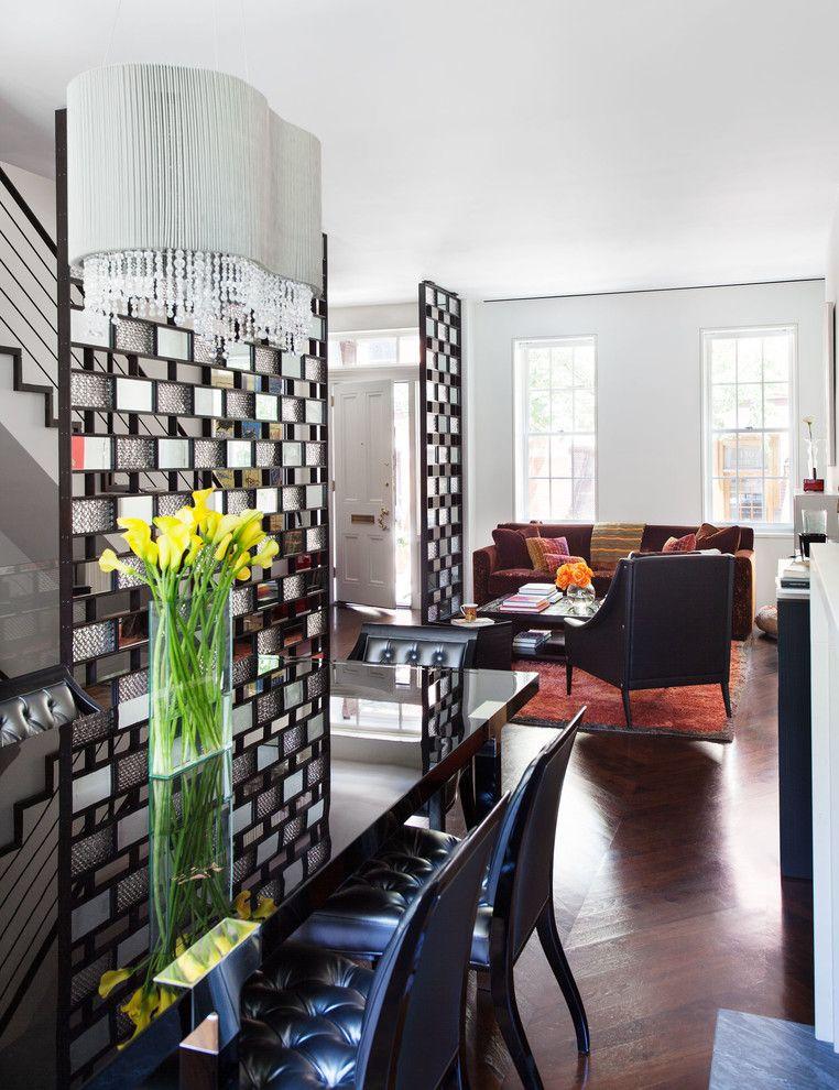 Cloisons créatives en briques de verre dans le salon