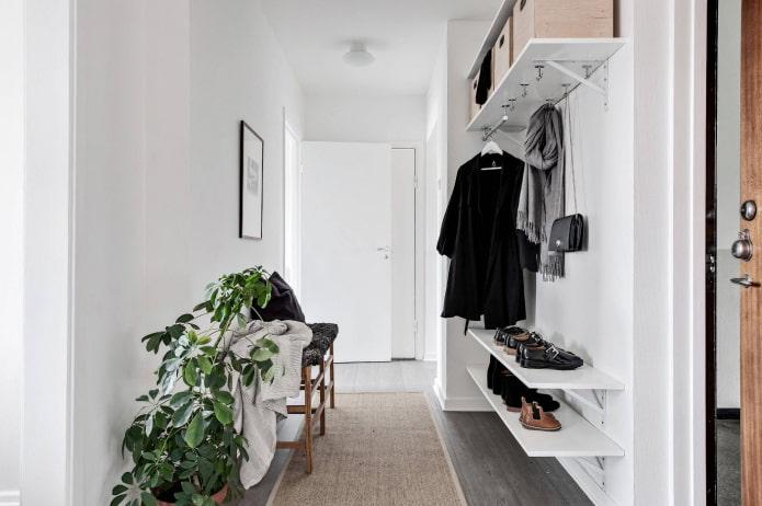 couloir blanc dans le style scandi