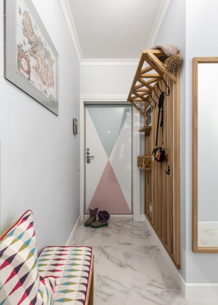 accents colorés dans la conception du couloir