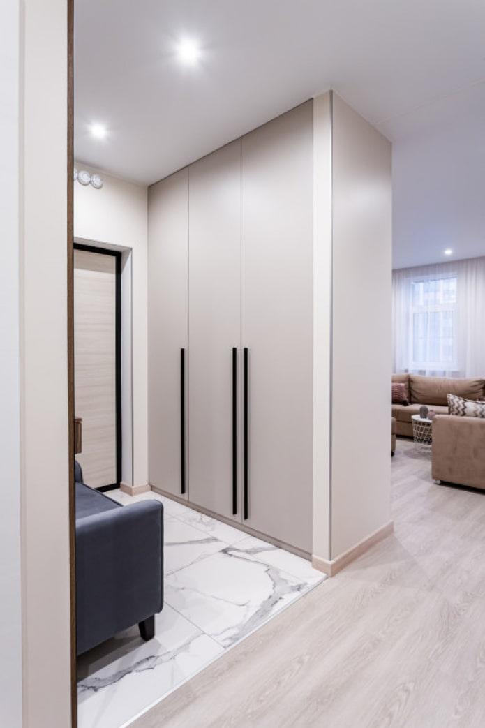 meubles intégrés dans le couloir