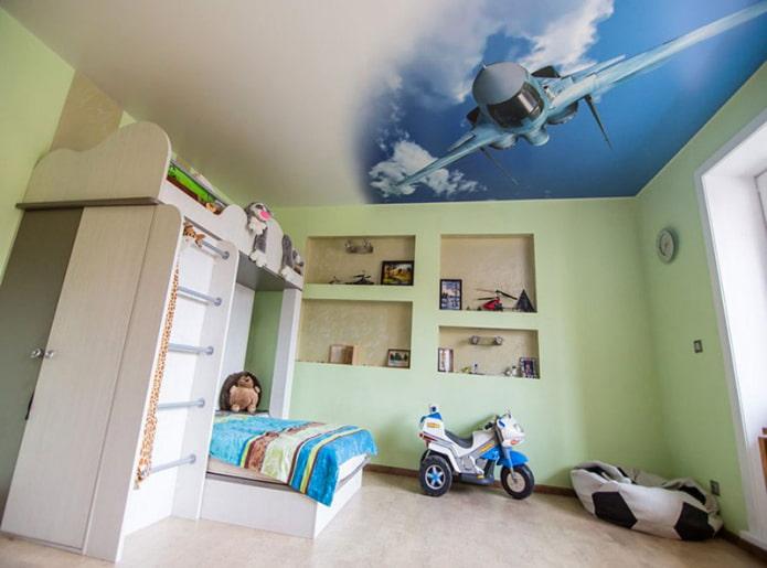 papier peint photo au plafond à l'intérieur