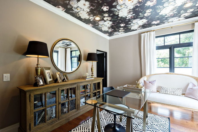 papier peint fleuri au plafond