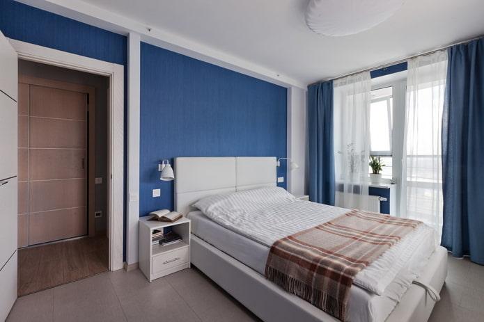 rideaux blancs et bleus