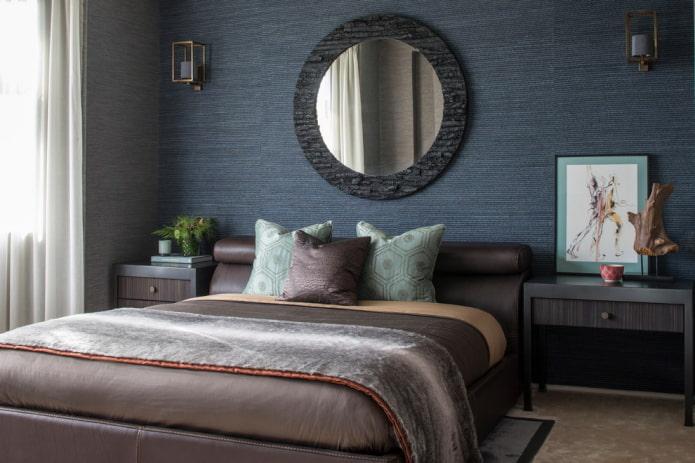 chambre avec papier peint uni bleu