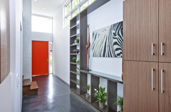 Couloir étroit avec couloir gris